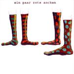 une paire de chaussettes rouges
